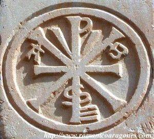 Símbolo que se le presentó a Constantino el Grande en un sueño, que lo ayudó a ganar la batalla decisiva para la unidad de su imperio
