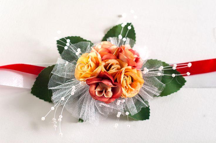 Браслет для подружки невесты на свадьбу в красных тонах.
