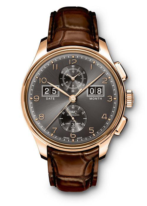 La montre Portugieser d'IWC http://www.vogue.fr/vogue-hommes/montres/diaporama/les-belles-montres-homme-du-sihh-2015/18878/carrousel#la-montre-portugieser-diwc