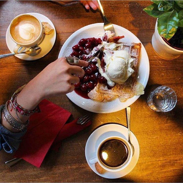 Perfekt für den Sonntag! Leckere Waffeln und Caffees für circa 1200   schon unsere Foodguide APP geladen? Einfach Link in Bio klicken   @cowcaddens #hamburg #hansestadt #hhfood #welovehh #welovehamburg #hamburgfood #ig_hamburg #hamburgstagram #hamburgerecken #ilovehh #ilovehamburg #foodhamburg #restauranthamburg #hamburgrestaurants #hamburgrestaurant #hamburgeats #igershamburg #fresh #travel #healthy #foodie #cleanfood #greenfood #kaffee #SpeicherstadtKaffeerösterei #rösterei #coffee…