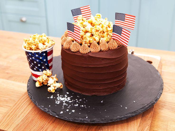 Amerikansk popcorntårta med björnbär, choklad och nougat   Recept.nu