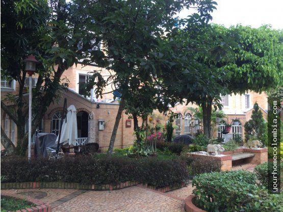 Your Home Colombia vende casa moderna en Cañaveral en conjunto cerrado. En esta linday amplia casa de tresniveles, encontrar&aac