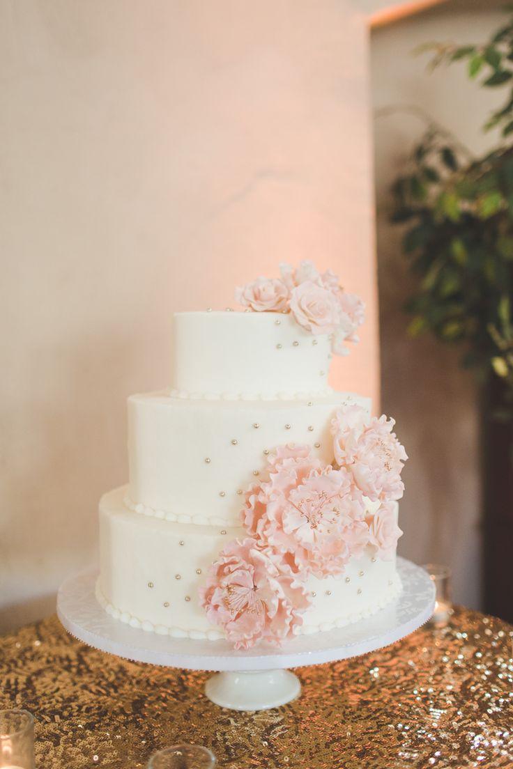 Photography: Abbey Lunt Photography - www.abbeylunt.com Cake: Flour Power - flourpower.com/