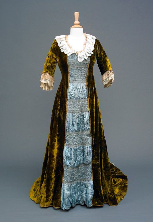 Hull Museums@Twitter - 1876 dress from the Mitchell collection