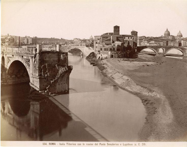 Italie, Roma, Isola Tiberina con le ruvine del Ponte Senatorius e Lapideus  Année : Circa 1875