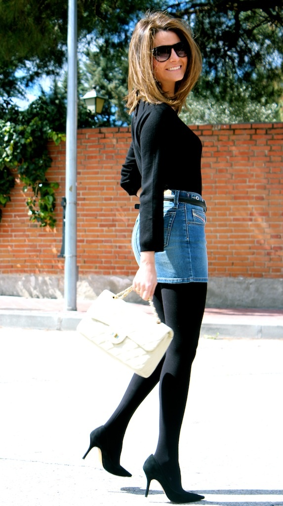 Fashion and Style Blog / Blog de Moda . Post: My new denim miniskirt / Mi nueva minifalda vaquera.See more/ Más fotos en : http://www.ohmylooks.com/?p=13295 by Silvia