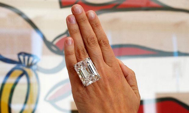 Diamante talla Esmeralda en este espectacular anillo de compromiso. | Espacio Novias Argyor