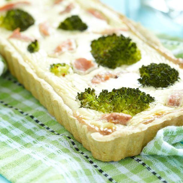 Quiche aux brocolis, saumon fumé et crème fraîche