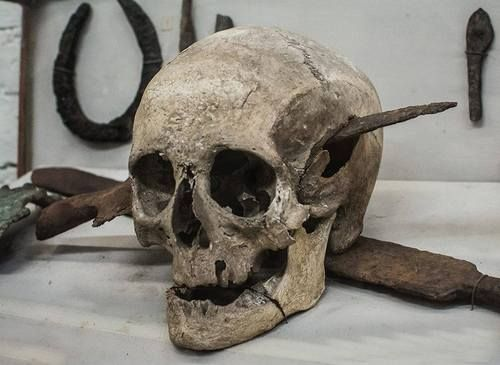 Skull, found in France, with a knife still embedded it it. The skull belonged to a Roman solider who died during the Gallic Wars, ca. 52BC. It was on display at the Museo Rocsen in Argentina.
