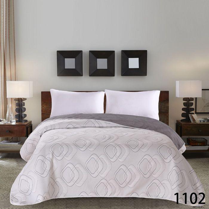 Béžový dekorační přehoz na postel s potiskem