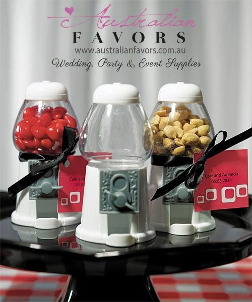 These Classic-style Miniature #Gumball Machines make the perfect #Wedding Favour! >> http://ow.ly/KLsOb