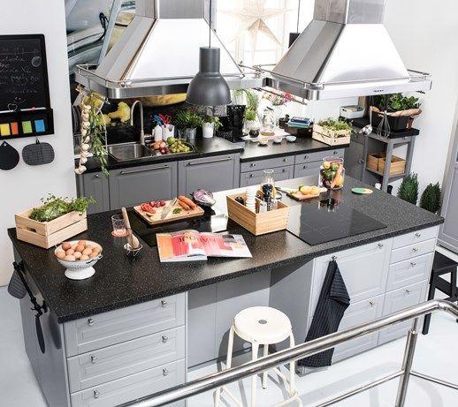 Kuchnia spotkań IKEA - Średnia otwarta kuchnia dwurzędowa z wyspą, styl skandynawski - zdjęcie od IKEA
