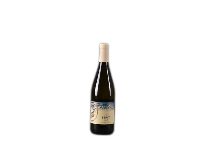 """""""Pince kedvenccé"""" váló boraink a félszáraz Zenitünk! Móri Zenit (2013)  oltalom alatt álló eredetmegjelölésű FÉLSZÁRAZ fehérbor Bővebben a borról: http://www.geszlerpince.hu/borok-geszler-csaladi-pinceszet-mor/mori-zenit-2013#tartalom"""