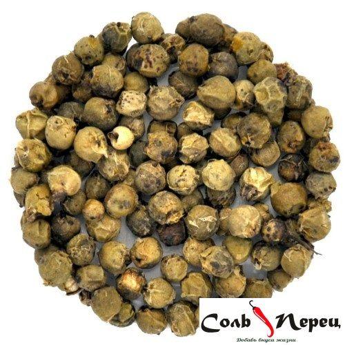 Зелёный перец представляет собой плоды лианы перечной, многолетнего растения семейства Перечные. Плоды собирают за некоторое время до их полного созревания, когда их цвет – тёмно-зелёный, поверхность глянцевая.