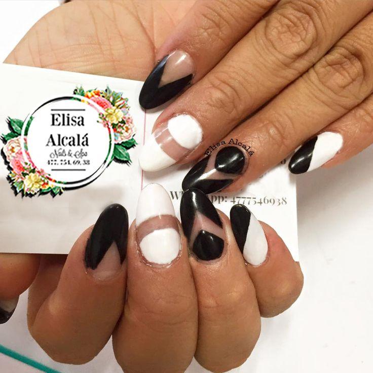 Uñas Decoradas en blanco y negro rallas diagonales tipo almond almond nails black and white