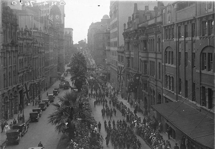 Anzac Day march in Bridge Street in 1927 by Sam Hood. Mitchell Library, State Library of New South Wales : http://www.acmssearch.sl.nsw.gov.au/search/itemDetailPaged.cgi?itemID=8637