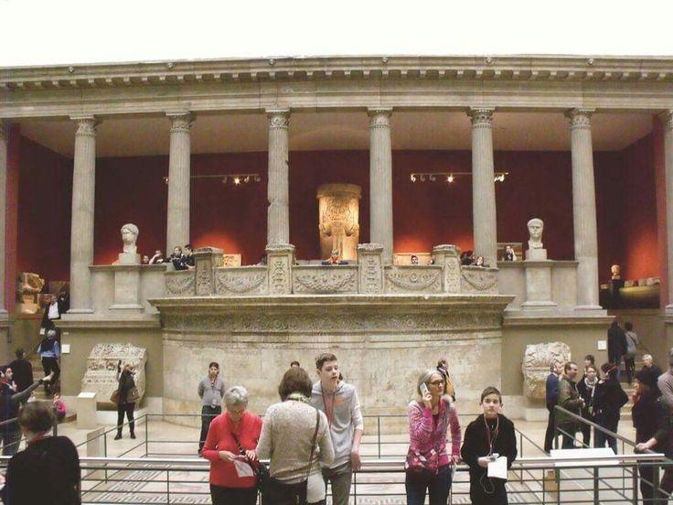 1903 Yılında Milet Kazısında Buldukları Traianus Tapınağının Ön Cephesinin Tamamını Almanya'ya Götürdüler! (PERGAMON MÜZESİ!)  👉 http://aktuelarkeoloji.com.tr/47-sayi---batinin-arkeoloji-y…