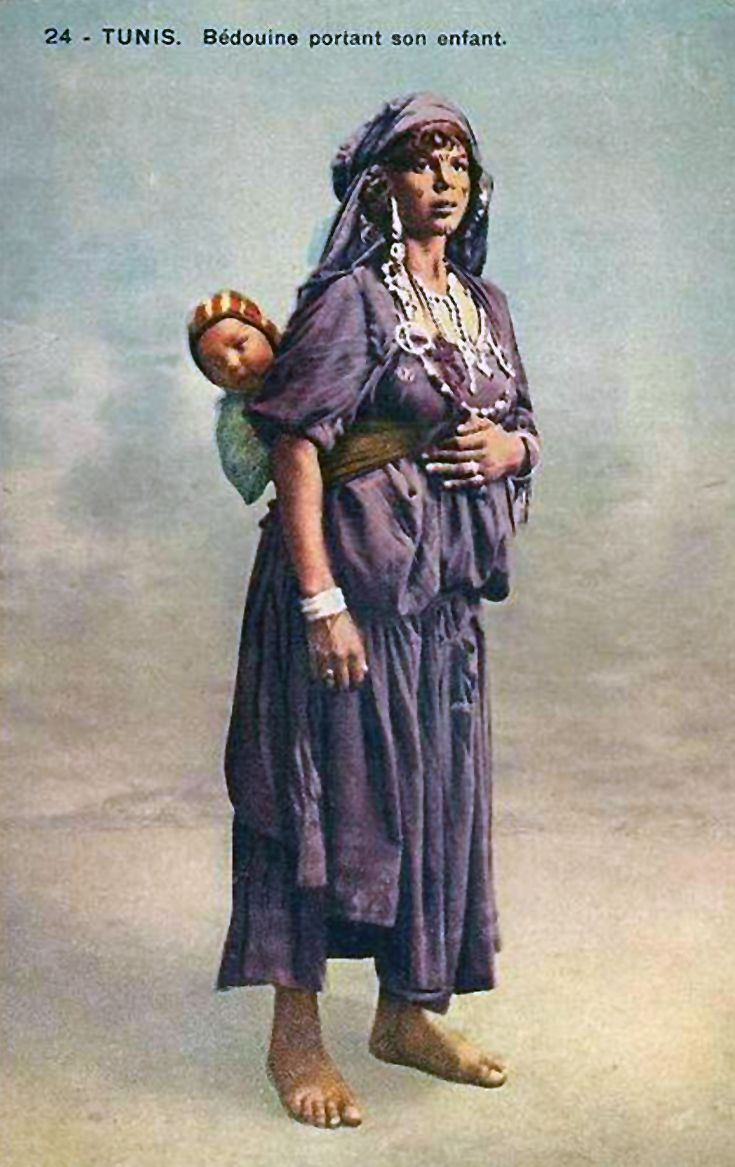 Africa | Bédouine portant son enfant. Tunis. || Vintage postcard; publisher Angel Hayat, Tunis. No 24