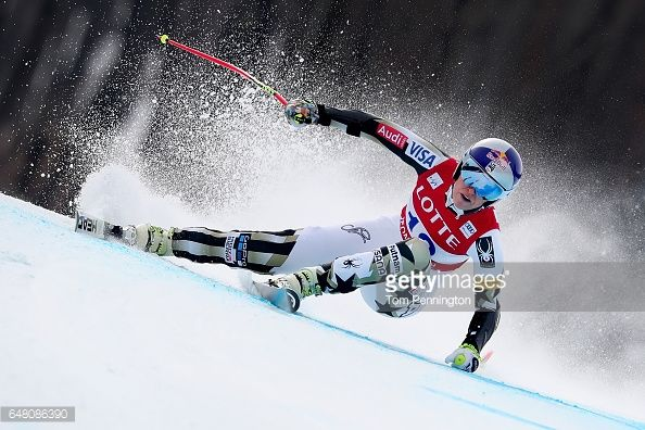 Fotografía de noticias : Lindsey Vonn of the United States competes during...