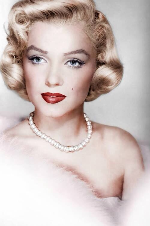 the life glamour and downfall of marilyn monroe Marie magdalene marlene dietrich  a cabaret singer who caused the downfall of a hitherto respectable schoolmaster  marlene dietrich: life and legend.