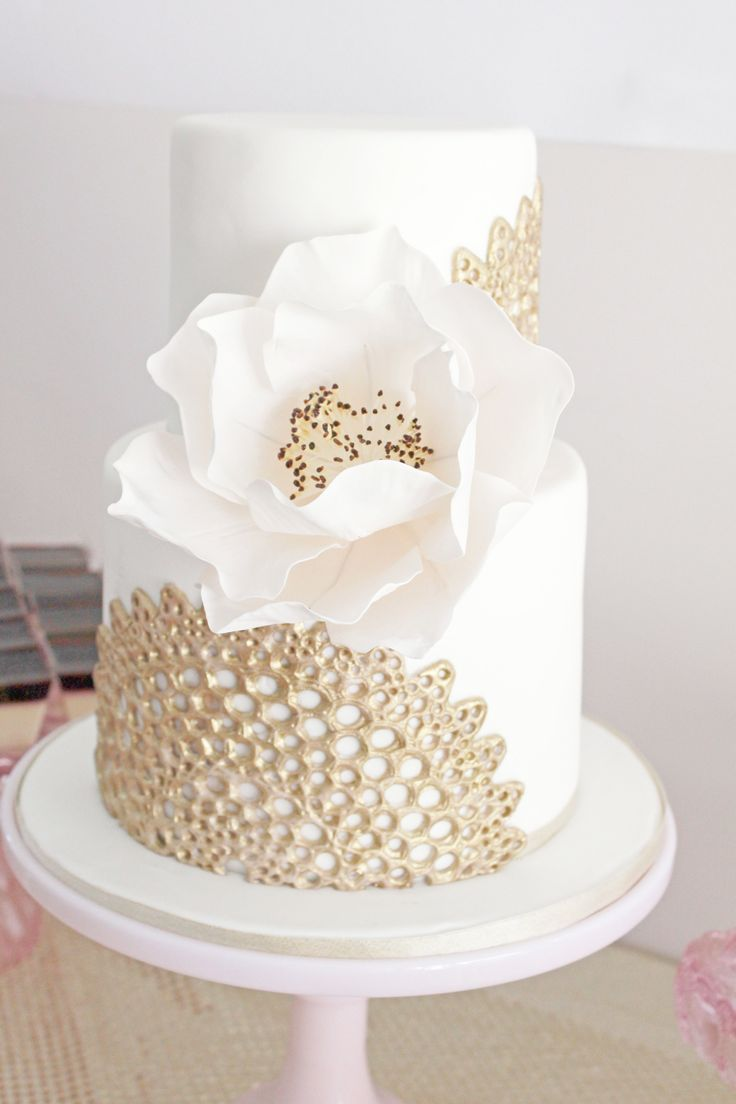 White wedding cake with gold details. Elegant and chic.