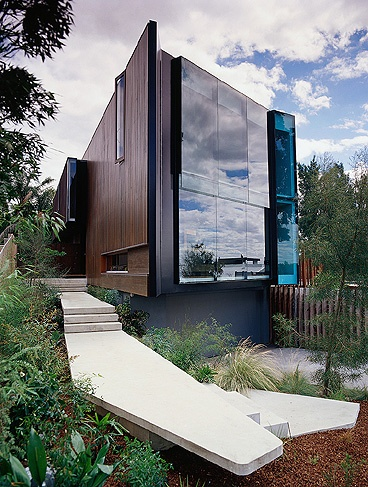City Hill Residence in Melbourne, Australia by John Wardle Architects.