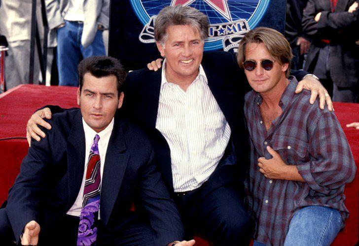 Pin for Later: Découvrez les stars et leurs pères célèbres pour la fête des pères ! Martin Sheen, Charlie Sheen et Emilio Estevez En 1994, les Sheen/Estevez Charlie ont fêté l'étoile sur le Walk of Fame de Charlie à Hollywood.