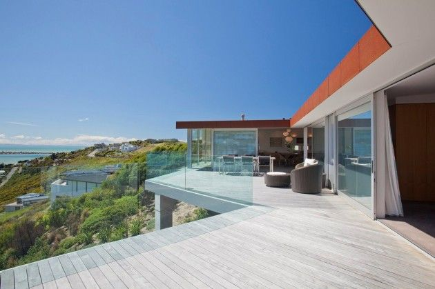 MAP Architects designed the Redcliffs House in Christchurch, New Zealand.