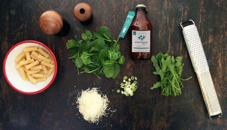 10 Minuten Pasta mit Blattspinat und Kirschtomatensauce, Parmesan, ...