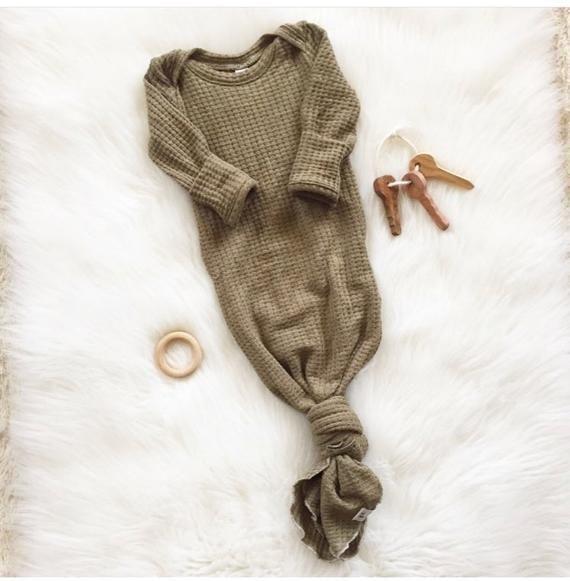 buy online 260c9 c92ef Geschlechtsneutrales Babykleid geknotetes Babykleid ...