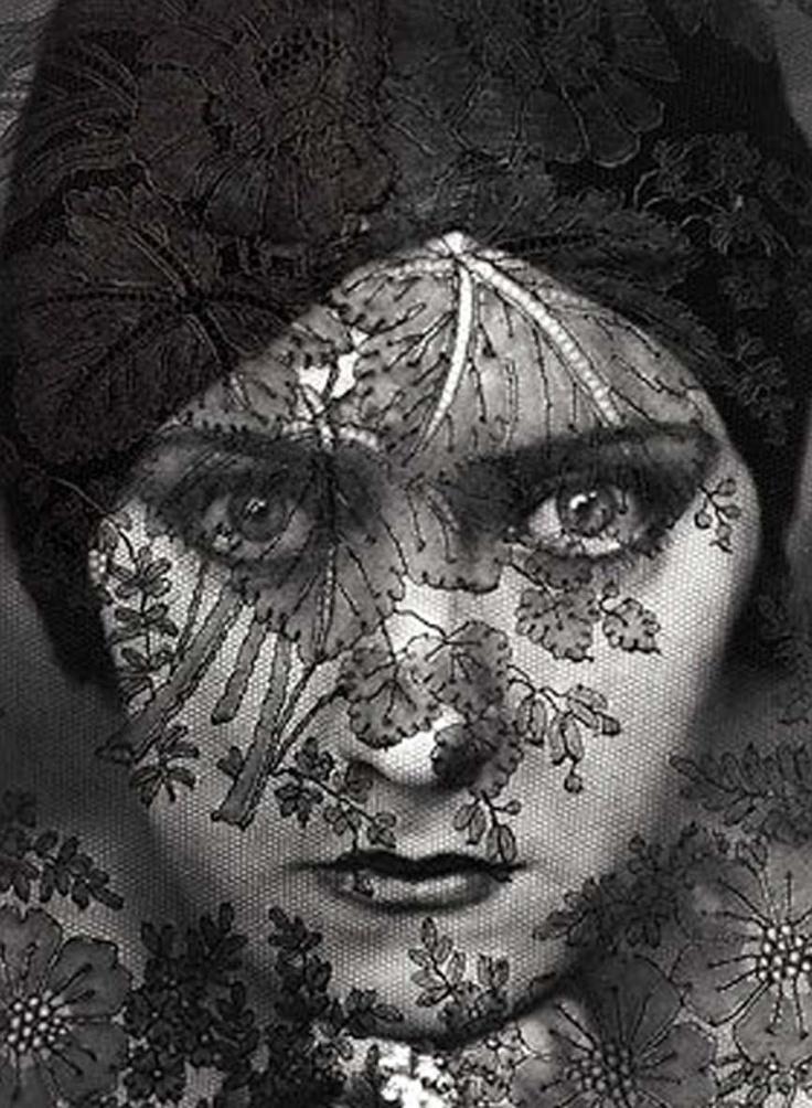 Gloria Swanson early 20's