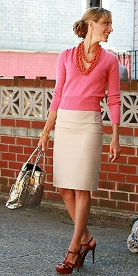Spring/Summer work look: a pink v-neck, khaki pencil skirt, and tonal necklace