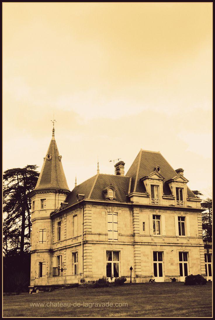 Château de Lagravade Chambres d'hôtes, Bed and Breakfast Aquitaine (Toulouse <- Agen -> Bordeaux) Park de Sculptures: David Vanorbeek Arts Textiles: Natalie Magnin