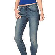 Восхитительные джинсы с моделирующим эффектом. Выполнены из приятного денима-стретч, имеют классические пять карманов с декоративными клепками и застегиваются на молнию. Тип изделия: Джинсы-дудочки. покрой брючин: Обтягивающий / Slimfit. покрой: Узкий. Пояс + застежка: Пуговица. Высота талии: Слегка заниженная. Рекомендации по уходу: Машинная стирка. Состав: 79% хлопка, 19% полиэстера, 2% эластана. за 2999р.- от Otto