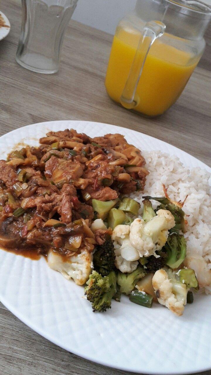 Chef Johan... Lomo de cerdo con champiñones al vino, acompañado con vegetales gratinados y arroz