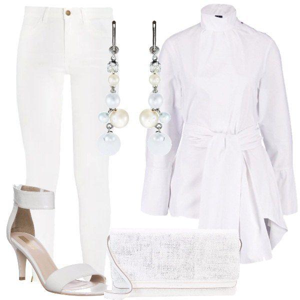 Una tunica bianca, con cintura in vita, collo alla coreana, in 100% cotone. La abbiniamo a dei pantaloni bianchi, skinny, a vita alta e lunghezza alla caviglia, a dei sandali bianchi, alla pochette in tessuto e ad un paio di orecchini pendenti.