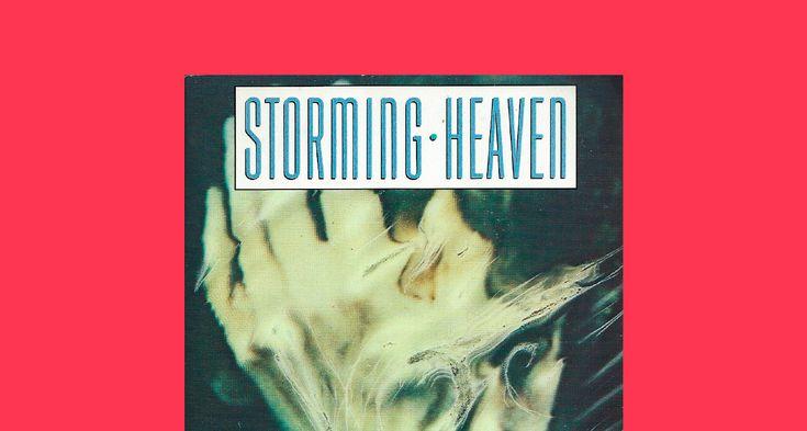 Хороших книг выходит много, времени на все не хватит, поэтому Bird in Flight запускает рубрику «В двух словах» — краткие пересказы документальной литературы (как свежей, так и не очень), которая понравилась редакции. В первом выпуске — история «кислоты», изложенная Джеем Стивенсом в книге «Штурмуя небеса. ЛСД и американская мечта»: о том, почему вещество было надеждой психиатров, какие странные эксперименты с ним проводило ЦРУ и как пресса связала его с массовыми помешательствами.