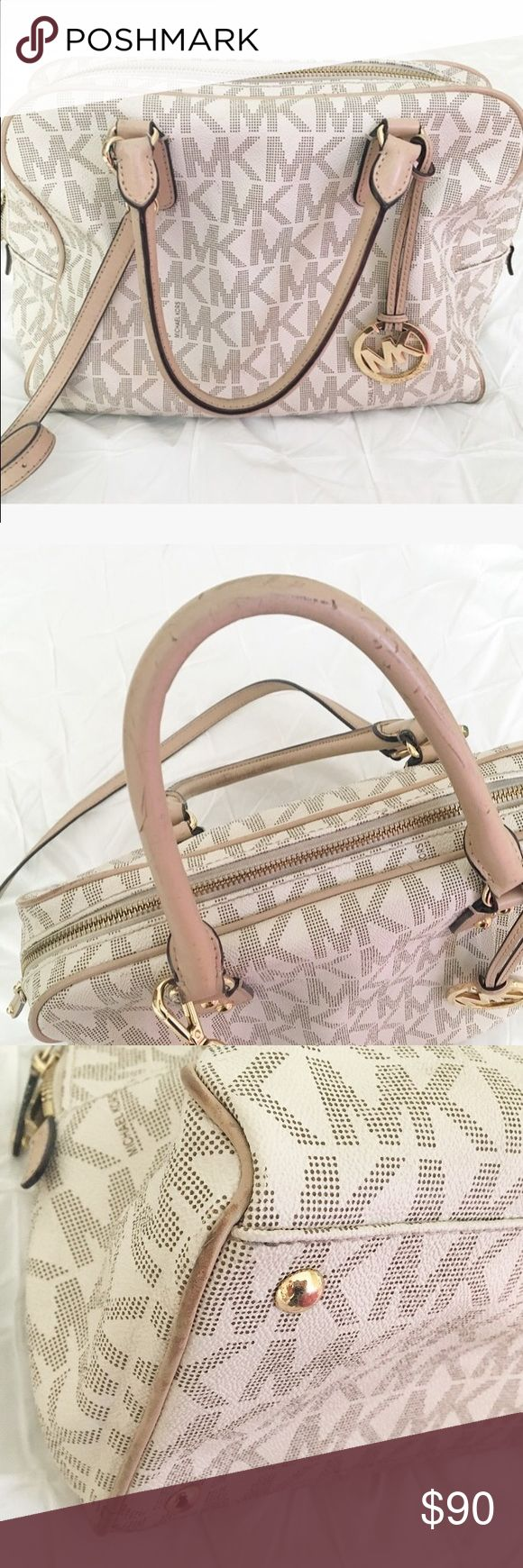 Used Authentic Michael Kors Bag 💗 Gorgeous Michael Kors bag, purchased from the Michael Kors store. Shows signs of normal wear on the purse and inside, pictures posted to show. Little stain inside the bag, not very noticeable. KORS Michael Kors Bags