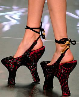 World's Ugliest Shoes: Alexander Mcqueen, Fashion, Crazy Shoes, Unusual Shoes, Highheels, Weird Shoes, High Heels, Things, Walk