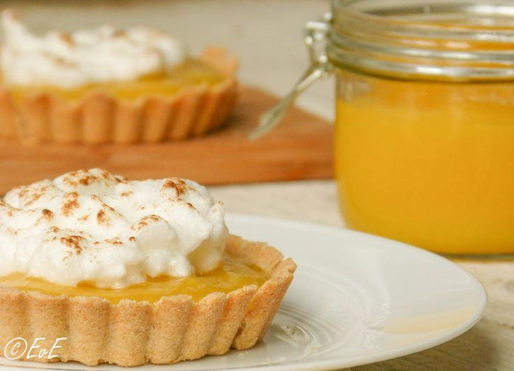 Feestelijke zandtaartjes met homemade lemon curd en merengue