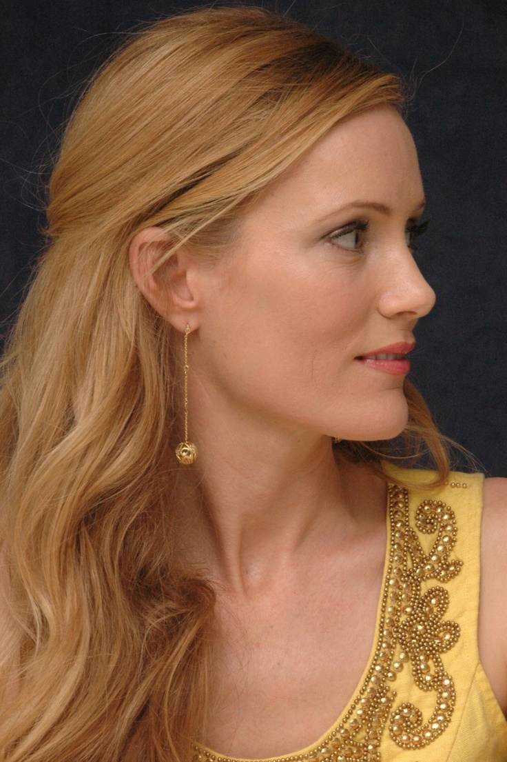 Leslie Mann, age 40.  Um, we are the same age.