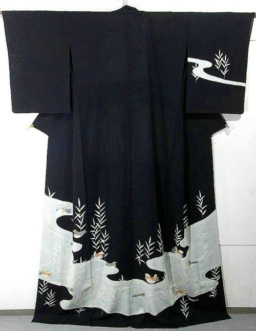 kimono (presenter sur une baguette de bois passée dans les manches) Idée pour…