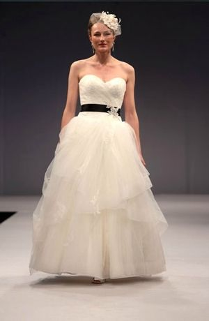 Was: $4,400 NOW: $3,599 Anne Barge - Sweetheart A-Line Gown in Tulle