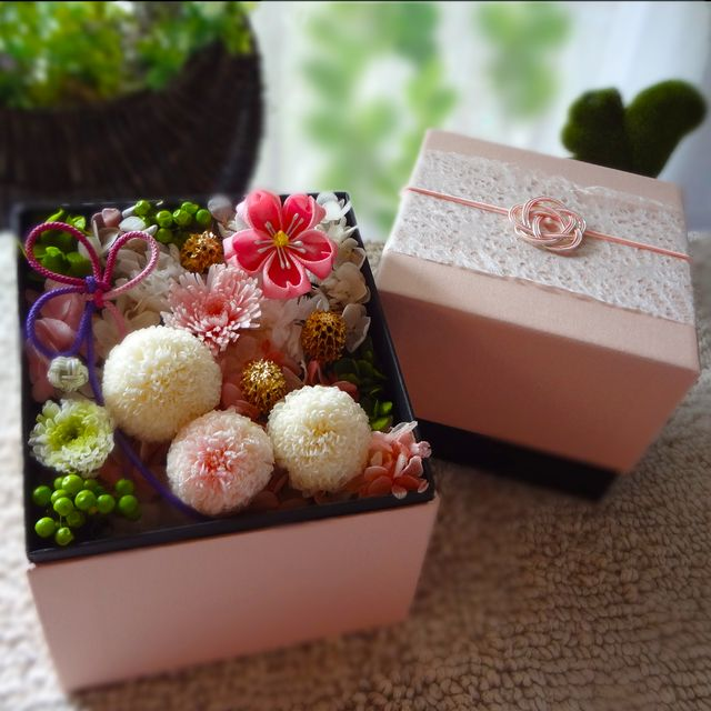 ハンドメイドマーケット minne(ミンネ)| <和モダン>菊マムと桜・オルゴール付(桜坂) プリザーブドフラワーBOX