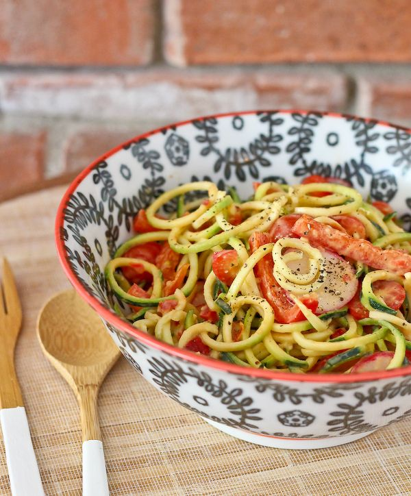 Zucchini Noodle Salad with Roasted Red Pepper Hummus Dressing - get ...