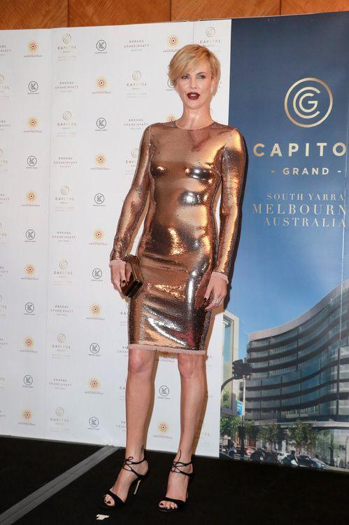Charlize Theron en robe Tom Ford en Australie