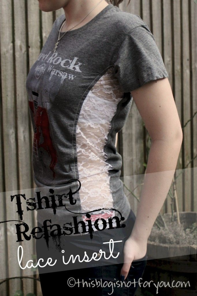 otra forma de remodelar una camiseta ... use el traductor. tshirt refashion with lace insert by thisblogisnotforyou.com