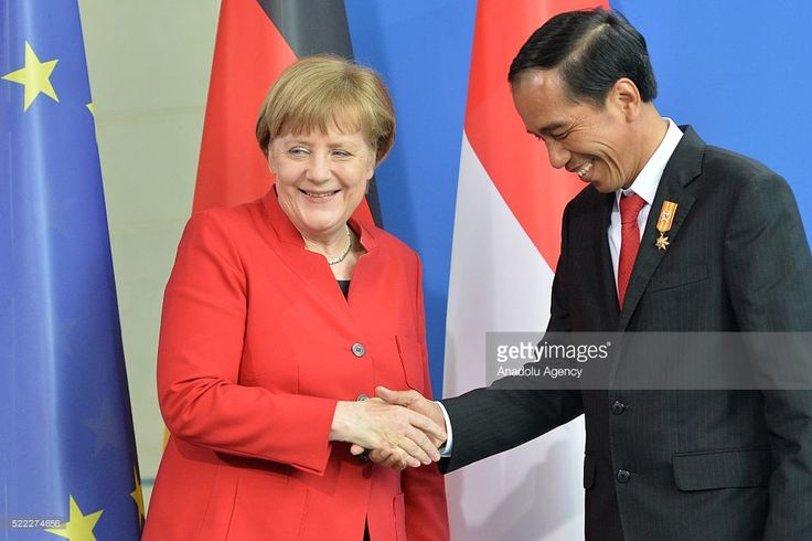 German Chancellor Angela Merkel (L) and President of Indonesia Joko Widodo (R) shake hands after their official visit at the chancellery in Berlin, Germany, April 18, 2016.