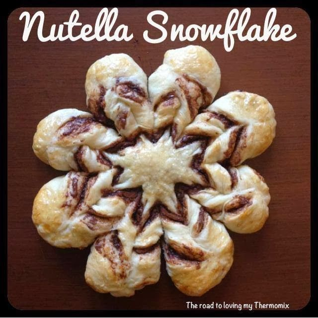 Nutella snowflake bread- i want to make this with cinnamon instead!    Pinterest keeps wanting to block the link with the recipe (see original link in this write up). Not sure why.