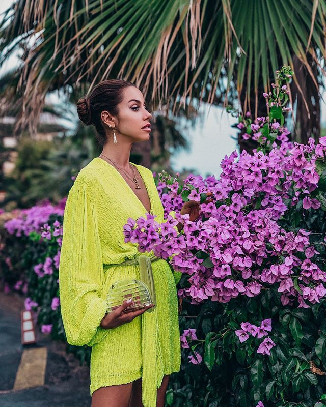 Are you guys wearing neon this Summer? I'm kinda all about it! 💛